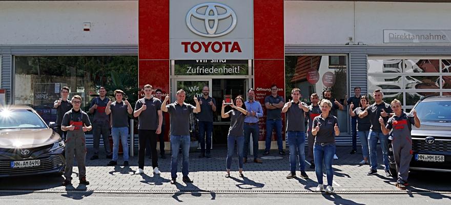 Ichiban Auszeichnung fuer das Team vom Toyota Autohaus Metzger