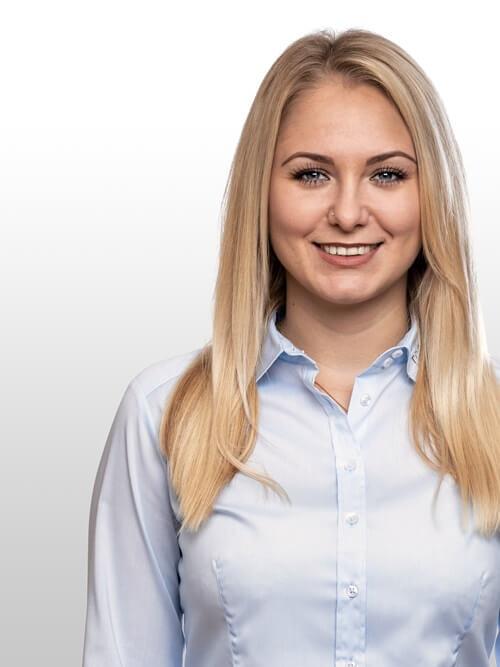 Irma Dzino Disponentin und Buchhaltung im Toyota Autohaus Metzger bei Oehringen