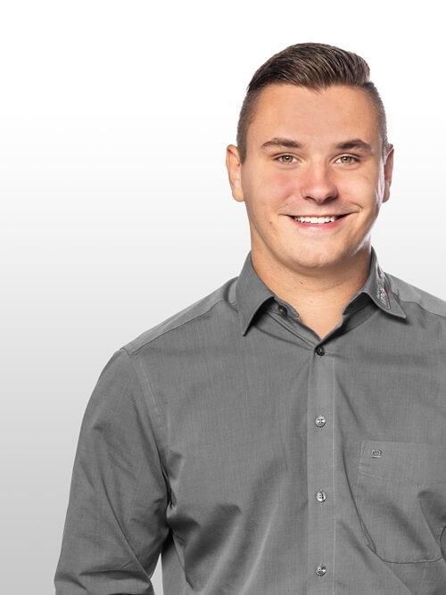 Verkaufsberater Kai Glaner im Toyota Autohaus Metzger