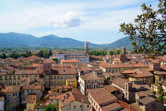Lucca in der Toskana mit dem Toyota C-HR erkunden